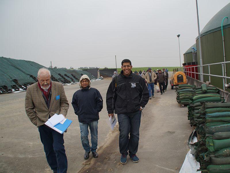 Indische landwirte auf studienreise in deutschland und for Indische einrichtung